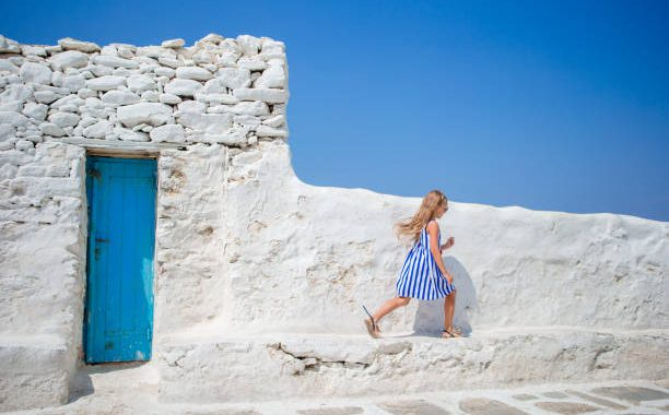 how-to-travel-to-santorini-with-children